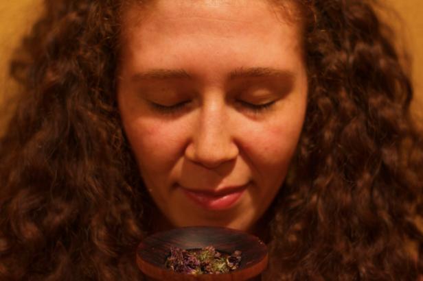 nichole-with-herbs